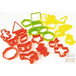 FACKELMANN 25 TAGLIABISCOTTI ABS SHAPES AND ASSORTED COLOURS, PACKED IN TRANSPARENT BOX